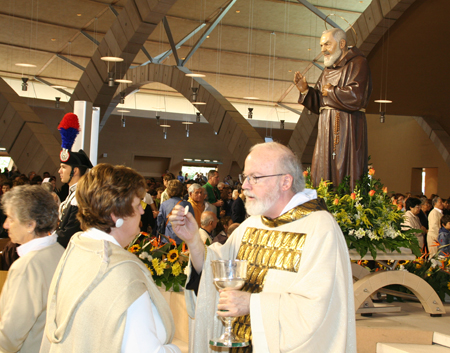 communion-4-padre-pio-in-bkgrnd.jpg