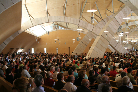 crowded-pews-at-padre-pio-mass.jpg
