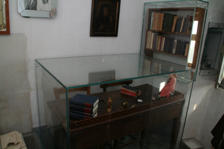 padre-pio-desk.jpg