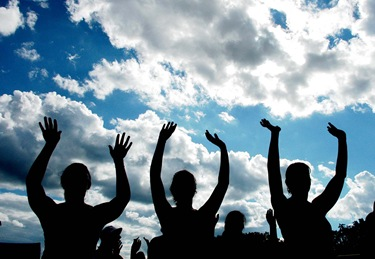 8/9/08 -- Framingham -- Proud 2B Catholic Festival<br /> Participants raise up their hands during a performance by Tony Melendez at the music festival, Proud 2B Catholic, held in Framingham.<br /> Photo By:<br /> Robea Patrowicz