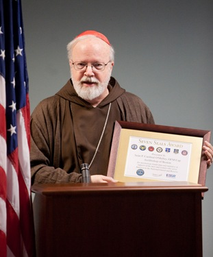 Cardinal Sen P. OMalley receives the Seven Seals Award from the Massachusetts Employer Support of the Guard and Reserve (ESGR). The Seven Seals Award is the highest state award given from the ESGR and is given in recognition of significant and enduring support of the Guard and Reserve.&#10;Pilot photo/ Gregory L. Tracy&#10;