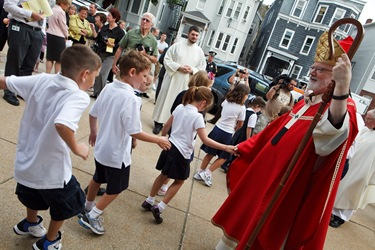 Cardinal Sen P. OMalley celebrates opening Mass and tours South Boston Catholic Academy Sept. 9, 2009.&#10;Pilot photo/ Gregory L. Tracy&#10;