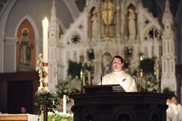 Easter Vigil with Sen Cardinal OMalley at the Cathedral of the Holy Cross in Boston, Saturday, April 3, 2010.  (Photo/Lisa Poole)