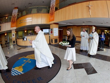 May Crowning Ceremony at the Archdiocese of Bostons Pastoral Center May 6, 2010. Photo by Gregory L. Tracy, The Pilot