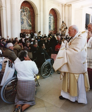 POPE VISITS FATIMA IN 1991