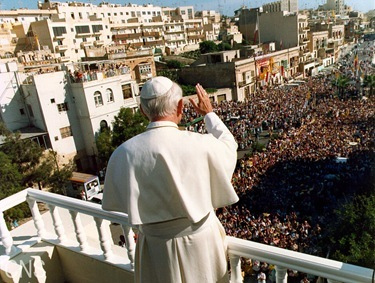 CROWD IN MALTA -- Pope John Paul II greets a crowd on the island of Malta in 1990. (CNS photo by Arturo Mari)