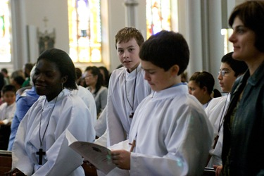 AltarServerMass2011_CRW_2417