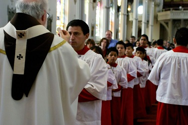AltarServerMass2011_CRW_2422