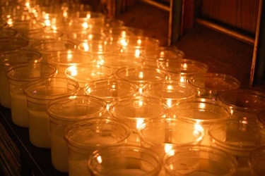 MtAuburn_038_2011_12_20_Candlelighting (21)