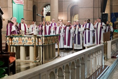 Cardinal Seán P. O'Malley gathers with the various Boston groups taking part in the 2014 March for Life at a morning Mass at the Shrine of the Sacred Heart in Washington, D.C. Jan. 22, 2014.  (Pilot photo by Gregory L. Tracy)