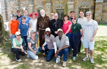 Cardinal O'Malley joins employees participating in Parish Service Week at St. Peter Parish in Dorchester, May 12, 2014. Pilot photo/ Gregory L. Tracy