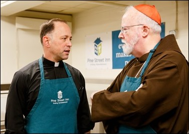 Cardinal Sean P. O'Malley joins volunteers serving Christmas Eve lunch at the Pine Street Inn shelter in Boston, Dec. 24, 2016. Pilot photo/ Gregory L. Tracy